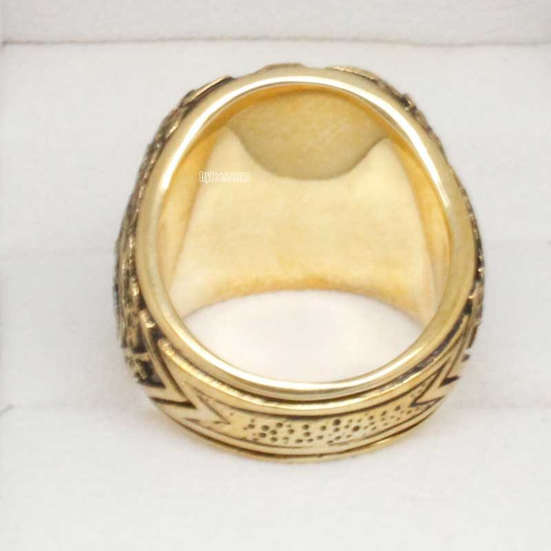 back view of 1952 yankees ring
