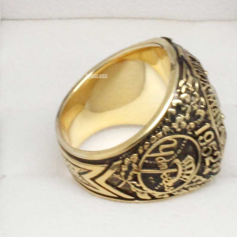 right side view of 1952 yankees ring