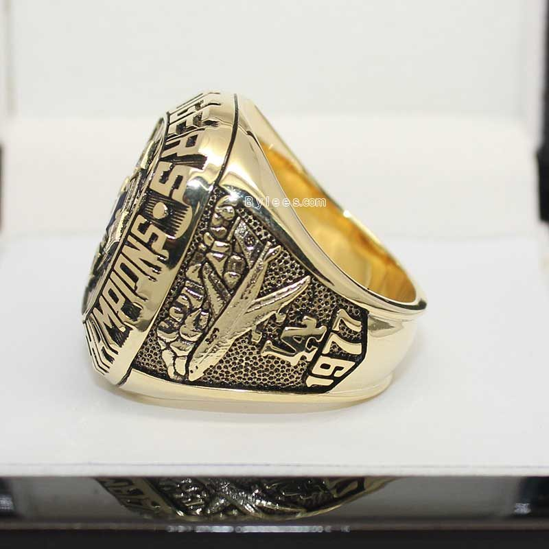 Left side view of dodgers rings (1977 NL Champions)