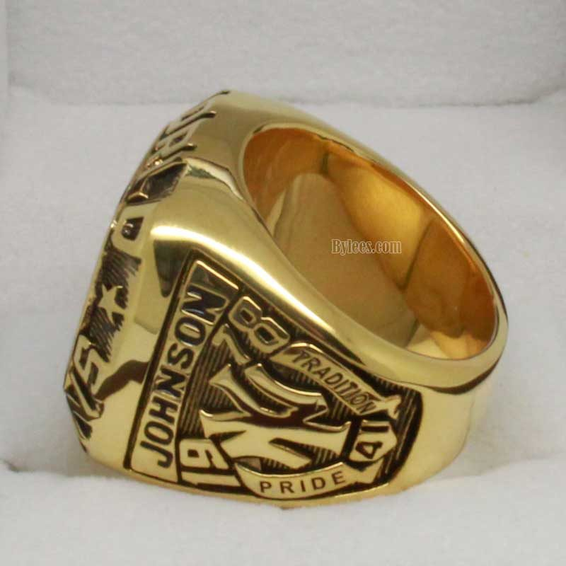 Left side view of 1978 yankees world series ring