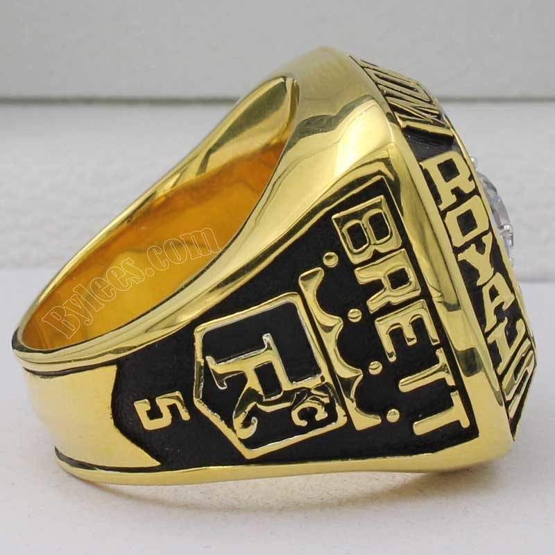 1985 royals championship ring(left side view)