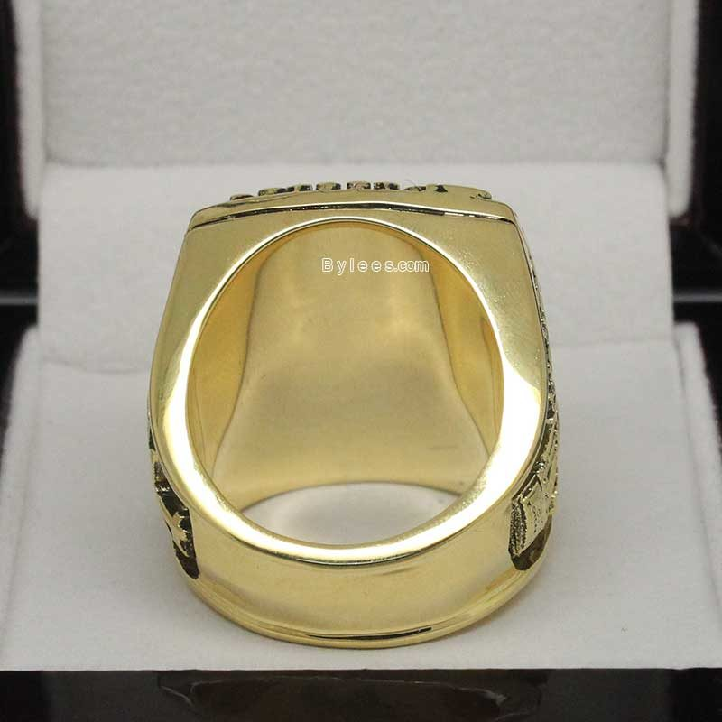 back view of 1993 phillies championship ring