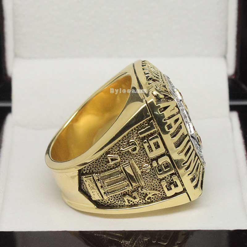 right side view of 1993 phillies championship ring