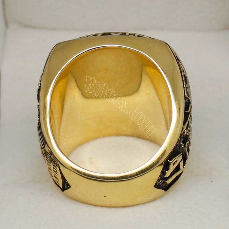 back view of 1995 atlanta braves ring