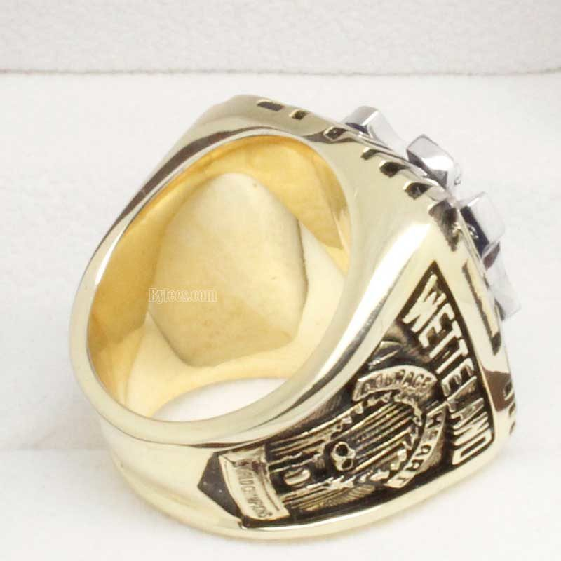 Right side view of wade boggs ring