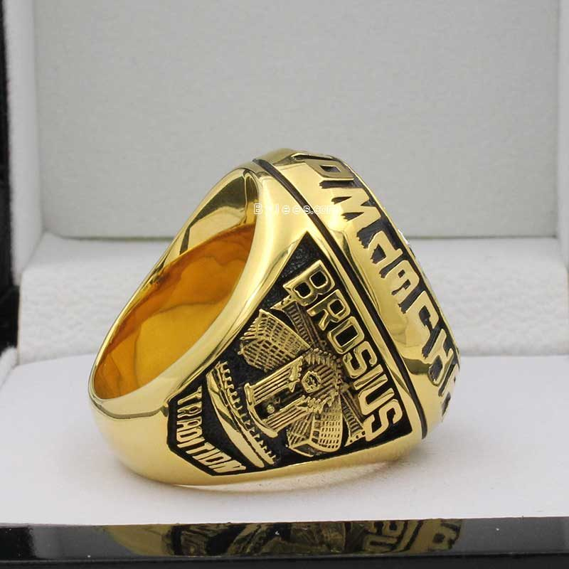 mariano rivera world series rings ( 1998 world series Champions)