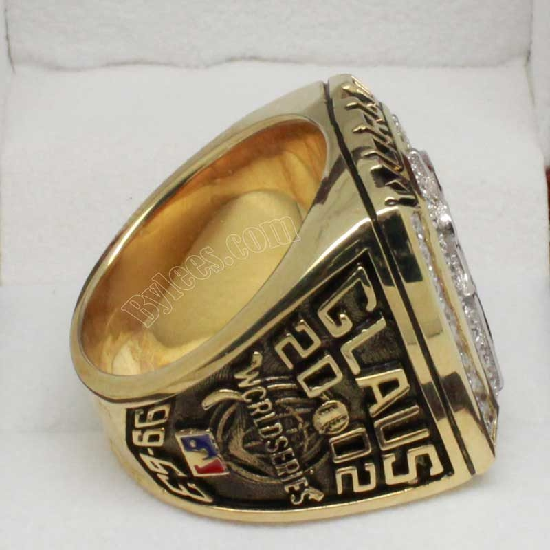 2002 world series ring (old version)