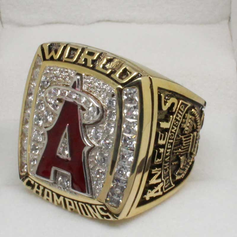 2002 world series champion ring (old version, side view 2)