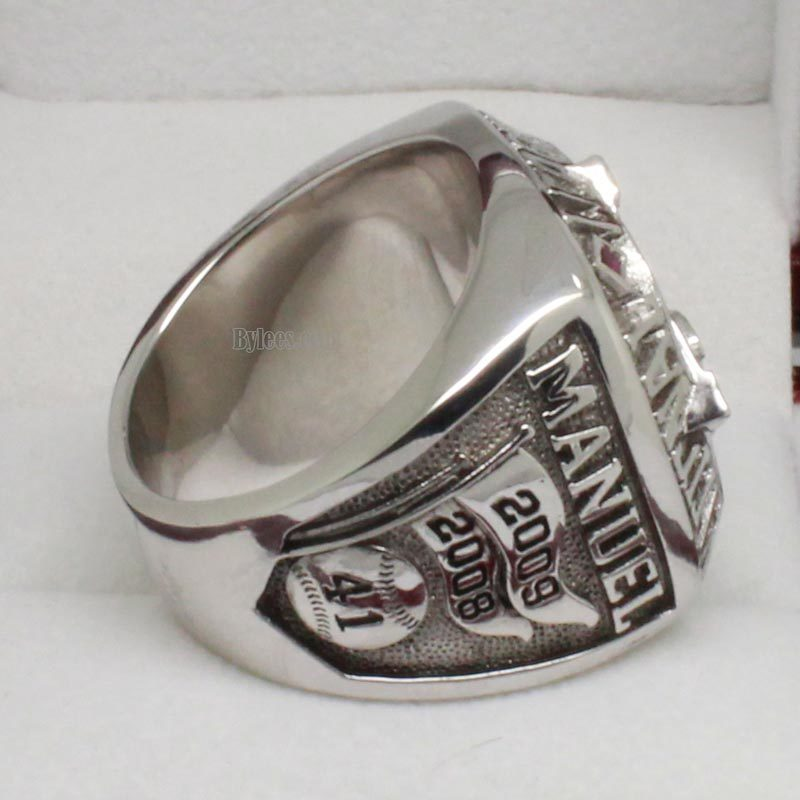 right side view of 2009 phillies championship ring