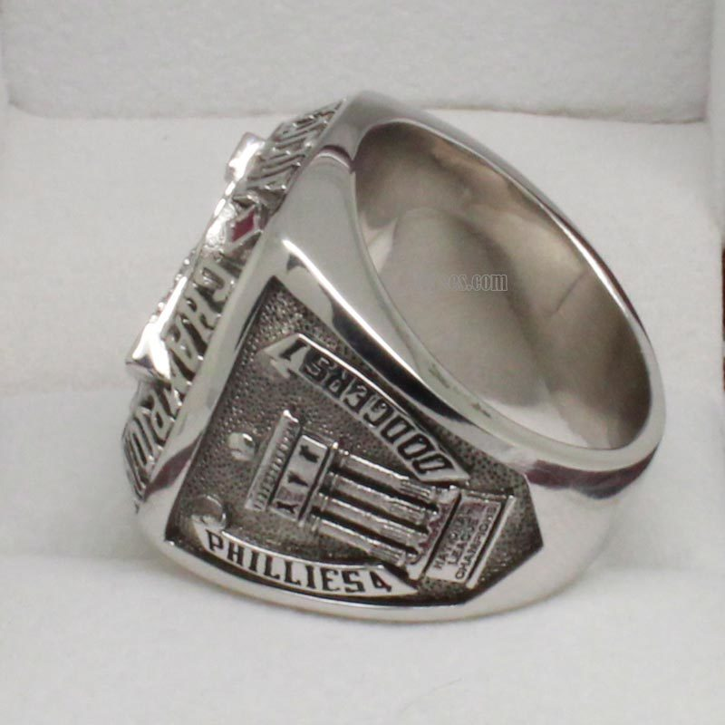 Left side view of 2009 phillies championship ring