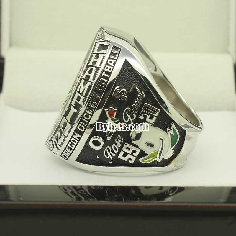 Rgith side view of 2015 rose bowl ring