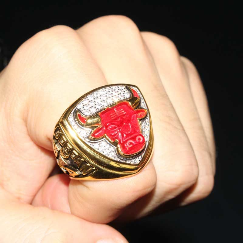 1993 bulls championship ring (overview 3)