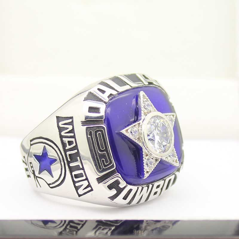 overview of Dallas Cowboys Championship Ring (1975)