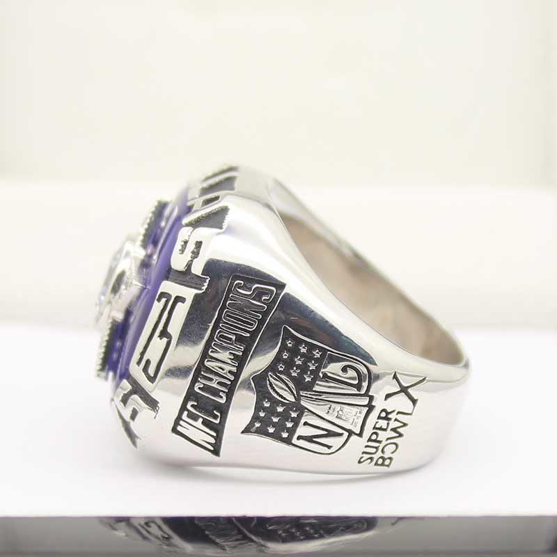 larger view on the left side of Dallas Cowboys Championship Ring (1975)