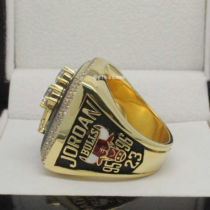 1996 chicago bulls ring (side view)