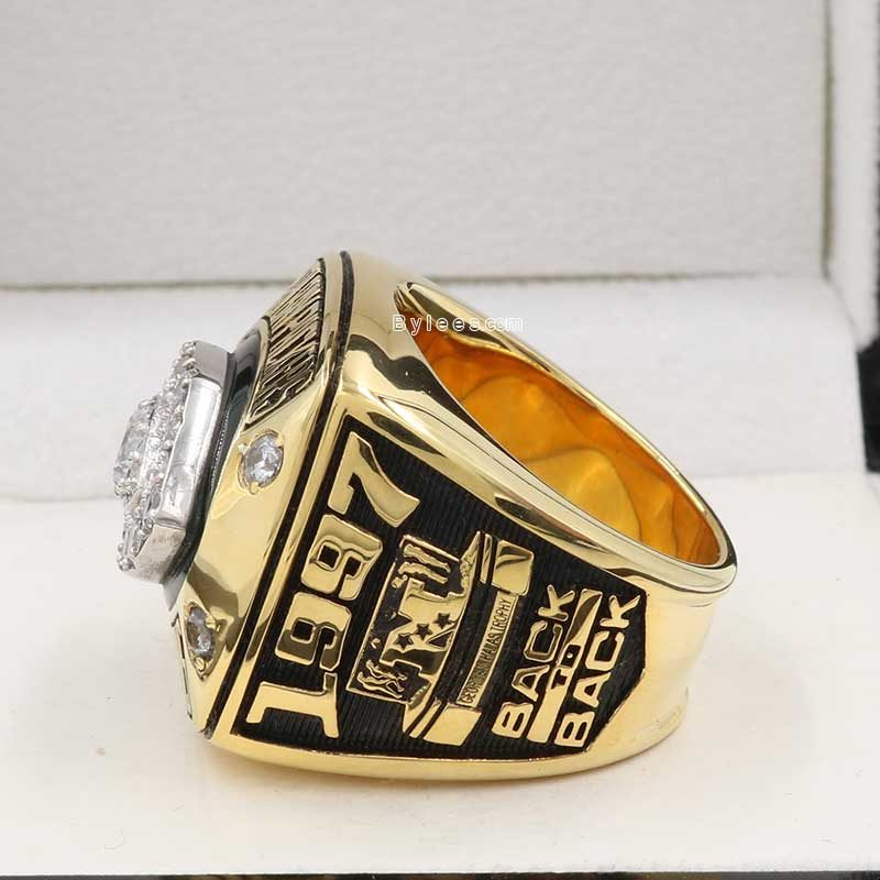 Left side view of green bay packers championship ring (1997 NFC champions)