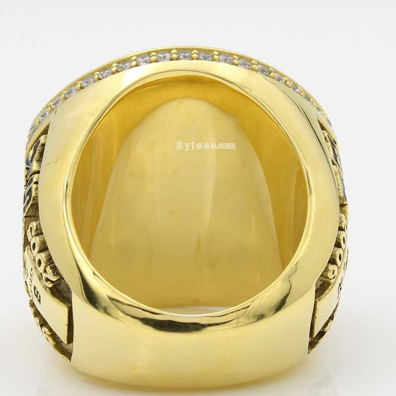 kobe retirement ring (larger view on the back side)