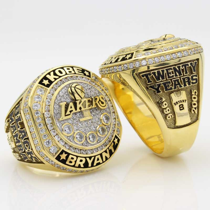 kobe bryant retirement ring ( left side and right side view in the same picture)