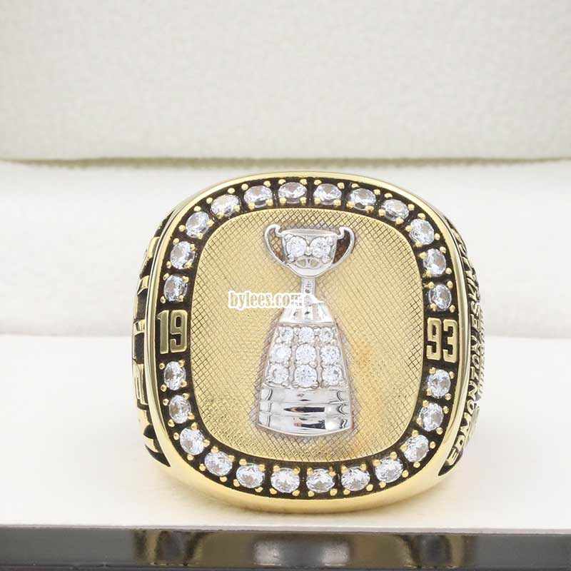front view of eskimos grey cup ring 1993